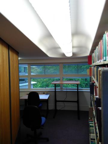 Height-adjustable desks at Divinity Faculty Library